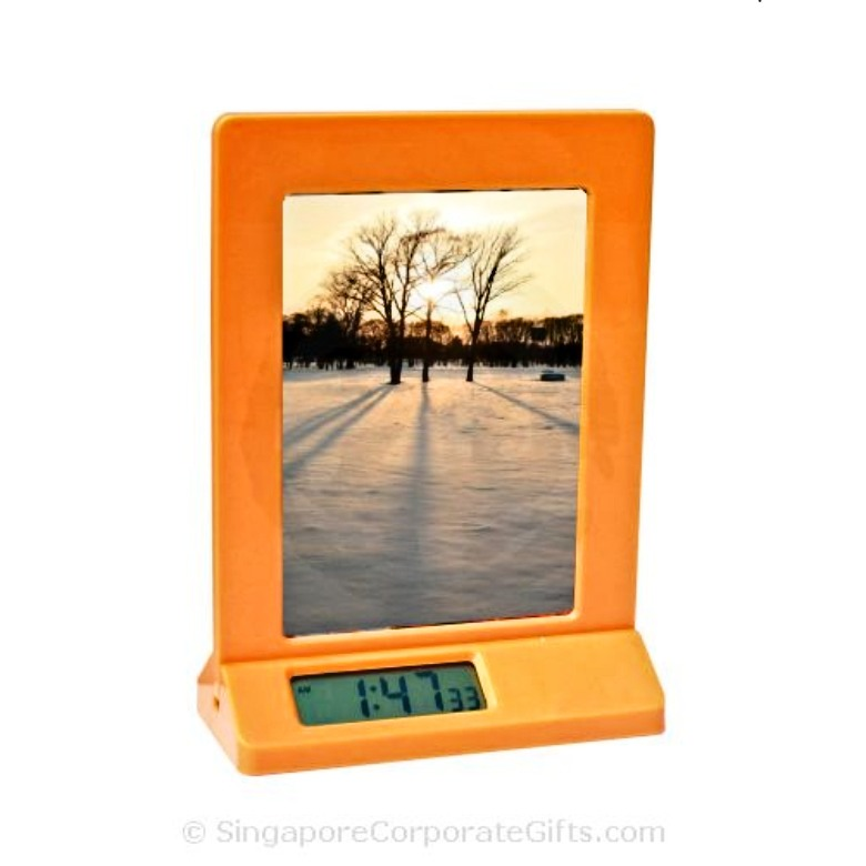 Photoframe with clock 518