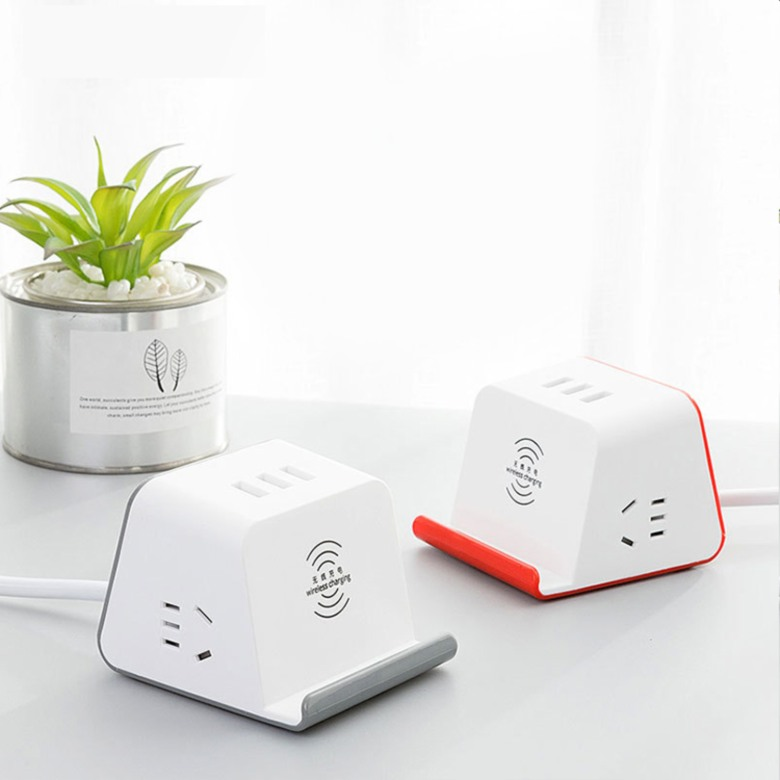 Universal Travel Adaptor with Quick Wireless Charging (5W)